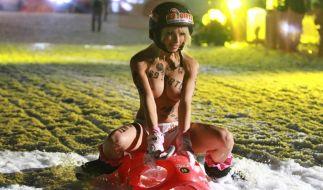 Mia Julia präsentiert sich auf einem neuen Foto sehr unterwürfig... und nackt! (Foto)