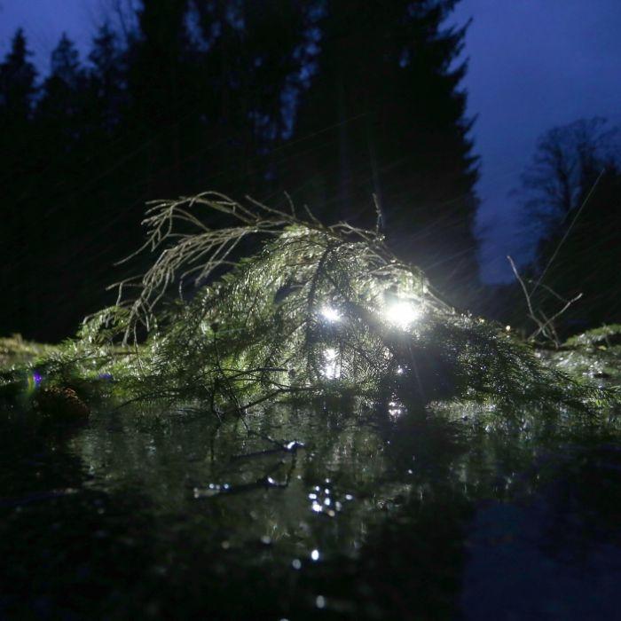 Nach Wind und Schauern schlägt HIER der Schnee- und Glätte-Hammer zu (Foto)