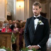 Kurz vor der Trauung wartet Bräutigam Gerald auf seine Braut.