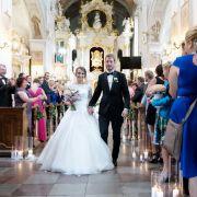 Die kirchliche Trauung fand in Polen, der Heimat der Braut statt. Nun freut sich das frisch vermählte Paar auf das Hochzeitsfest mit Freunden und Verwandten.