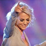 Sängerin Michelle geizt auf der Bühne ebenso wie bei Instagram nicht mit ihren Reizen. (Foto)