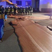 Kurios! Feuerwehr muss 1 Tonne Schokolade von Straße kratzen (Foto)