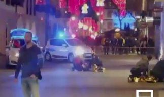 Augenzeugen-Videos zeigen die angsterfüllten Momente nach der Attacke in Straßburg. (Foto)