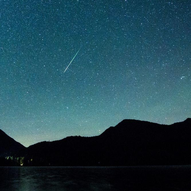 Sternschnuppen verzaubern den Nachthimmel (Foto)