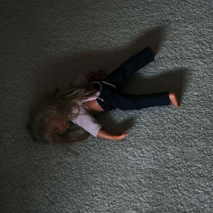 Grausam! Junge (5) halb verhungert in Besenkammer eingepfercht (Foto)