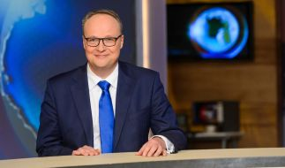 Oliver Welke verleiht den Goldenen Vollpfosten 2018. (Foto)