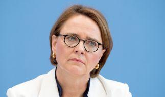 """Warum lässt die Integrationsbeauftragte das Wort """"Weihnachten"""" auf ihrer Grußkarte weg? (Foto)"""