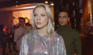 Sunny (Valentina Pahde) kann den Erinnerungen des vergangenen Jahres auch an Silvester nicht entkommen... (Foto)