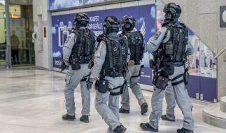 Nach dem Verdacht auf Ausspähversuche am Stuttgarter Flughafen sucht die Polizei weiter nach den Verdächtigen. (Foto)