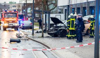 In Recklinghausen ist ein Autofahrer in eine wartende Menschenmenge an einer Bushaltestelle gerast. (Foto)