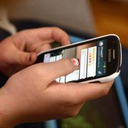 Starren Sie auch zu viel und zu lange auf Ihr Handy? (Foto)