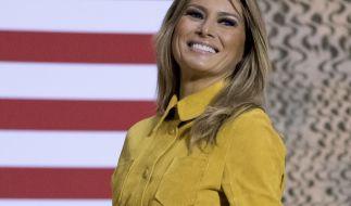 Melania Trump strahlt bei einem öffentlichen Auftritt. (Foto)