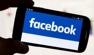 Musste das Baby einer 23-jährigen Mutter ertrinken, weil sie mit ihrem Mobiltelefon in sozialen Netzwerken unterwegs war? (Symbolbild) (Foto)