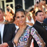 Oben ohne! In Marokko lässt das Ex-Bond-Girl tief blicken (Foto)