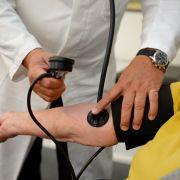 Ärzte schlagen Alarm! Bald keine Hausbesuche mehr? (Foto)