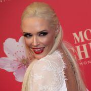 Böser Vorwurf! Verkauft die Kult-Blondine ihre Fans für dumm? (Foto)