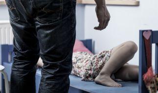 In Dänemark soll ein Mann seine eigene Tochter vergewaltigt haben. (Symbolbild) (Foto)