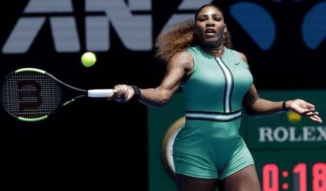 Serena Williams trägt bei den Australian Open Kompressionsstrümpfe, die eher an Netzstrümpfe erinnern. (Foto)