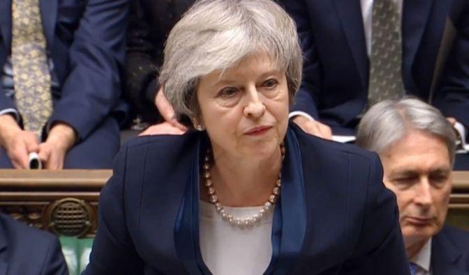 Premierministerin Theresa May spricht, nachdem sie eine Abstimmung über ihren Brexit-Deal im House of Commons, London, verloren hat. (Foto)