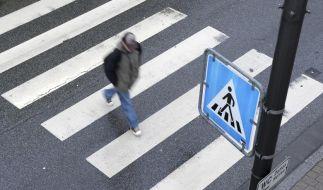 Autofahrer müssen mit mäßigem Tempo an Zebrastreifen heranfahren. (Foto)