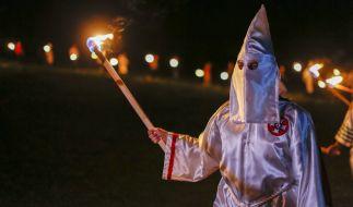 Mit einer bundesweiten Razzia ist die Polizei am Mittwoch gegen mutmaßliche KKK-Anhänger in Deutschland vorgegangen (Symbolbild). (Foto)