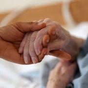 Pflege-Notstand! Jetzt sollen auch Beamte und Privatversicherte zahlen (Foto)