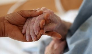 Die Kosten für die Pflege werden deutlich steigen. (Foto)