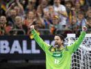 Deutschlands Torhüter Silvio Heinevetter jubelt nach dem Sieg gegen Serbien. (Foto)