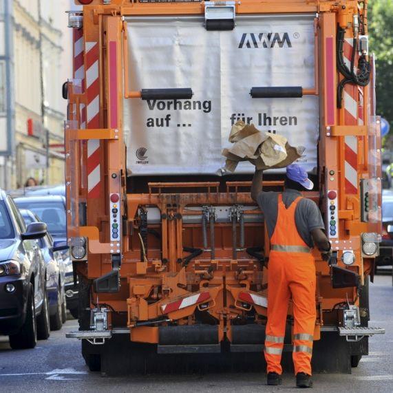 Mülllaster überfährt Mädchen (11) (Foto)