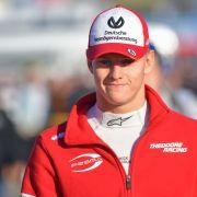 Wie sein Vater! Mini-Schumi unterschreibt bei Ferrari (Foto)