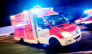 Ein 103-Jähriger ist bei einem Brand in einem Altenheim aus dem Fenster gesprungen und hat sich schwer verletzt. (Foto)