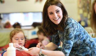 Es ist nicht zu übersehen: In der Gesellschaft von Kindern blüht Herzogin Kate regelrecht auf. (Foto)