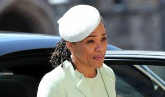 Doria Ragland ist seit der Hochzeit ihrer Tochter Meghan Markle offiziell die Schwiegermutter von Prinz Harry - doch hat die 62-Jährige damit automatisch einen Adelstitel? (Foto)