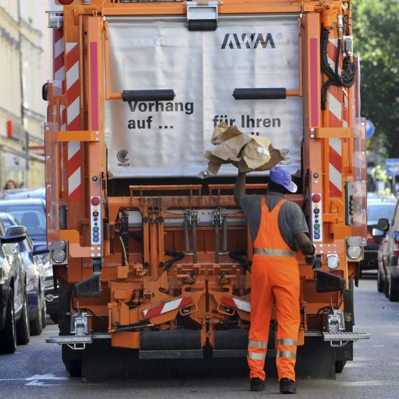 Müllmann von Abfallsortierer zerquetscht - tot! (Foto)