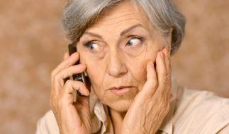 Trickbetrüger haben es auf gutgläubige Rentner abgesehen. (Foto)