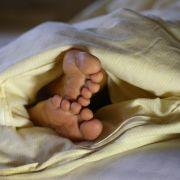 Kein Scherz! DIESE Frau heiratet ihre Bettdecke (Foto)