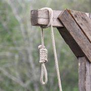 Schock-Urteil! Homosexueller öffentlich gehängt (Foto)