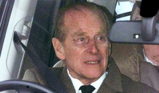 Prinz Philip scheint der schwere Autounfall sichtbar zugesetzt zu haben. (Foto)