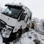 Spiegelglatte Straßen! HIER drohen Unfälle und Vollsperrungen (Foto)