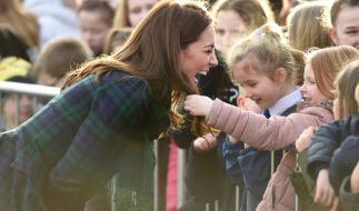 Diesen Haar-Test nimmt Herzogin Kate ganz locker. (Foto)