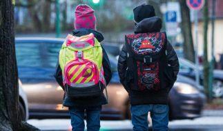Bei Schulranzen kommt es darauf an, dass sie weithin sichtbar sind. (Foto)