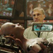 Christoph Waltz baut alsDyson Ido Alita zusammen.
