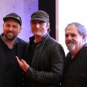 Steven Gätjen mit Regisseur Robert Rodriguez und Produzent Jon Landau am Rande der Pressekonferenz zum Film.