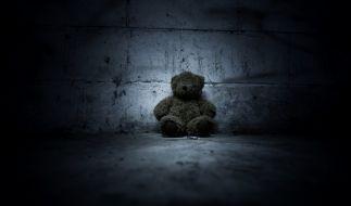 In Luzern hat eine Mutter ihre neugeborenen Zwillinge getötet. Eines der beiden Babys versteckte sie anschließend in einem Plüsch-Teddy. (Foto)