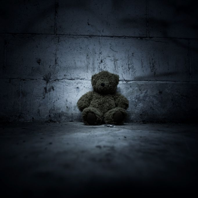 Mutter (23) schlägt Baby an Wand totund versteckt Leiche in Teddy (Foto)
