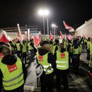 Warnstreik stürzt Hamburger Flughafen ins Chaos (Foto)