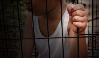 In Texas wurden zwei Kinder aus einem Hundekäfig befreit. (Foto)