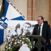 """""""Das Land verneigt sich"""": Bewegende Gedenkfeier für Fußball-Legende (Foto)"""