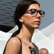Unten ohne! In DIESEM Video zeigt die Nackt-Künstlerin alles (Foto)