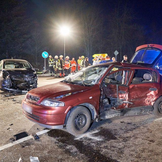 Autofahrer (87) missachtet Vorfahrt - 3 Menschen sterben (Foto)